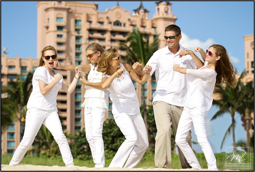 Fun Family Photos At Atlantis 187 Bahamas Wedding